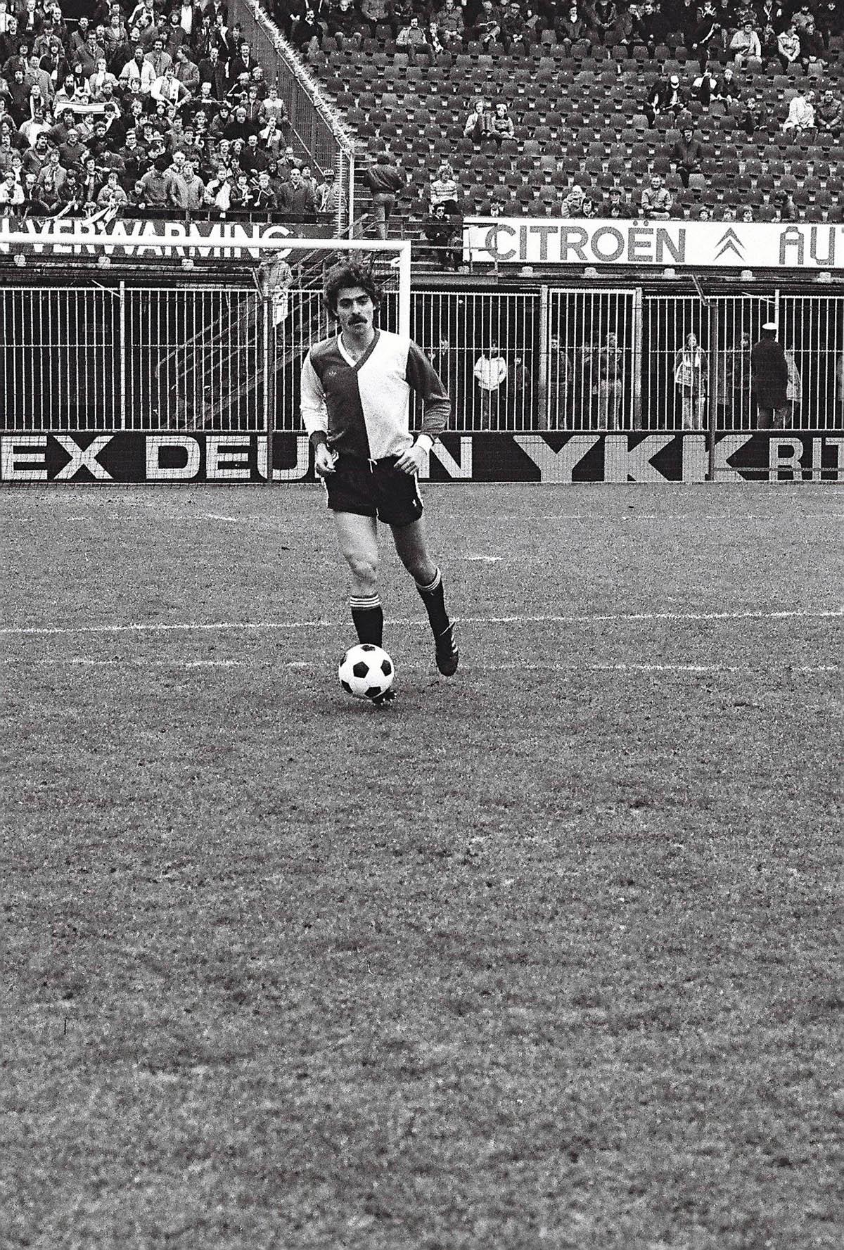 Andre Stafleu in actie tijdens Feyenoord - Sparta, 1 februari 1981 - (2-2)